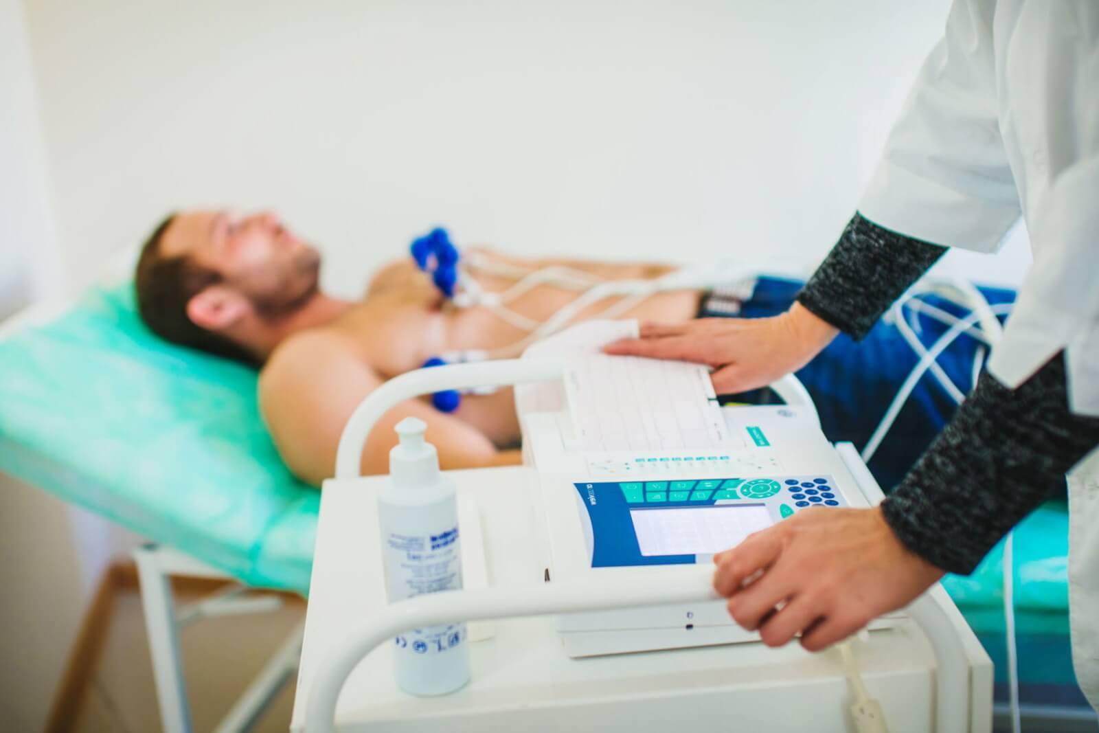 лектрокардиография — безопасная и безболезненная процедура, не имеет противопоказаний и не требует специальной подготовки.